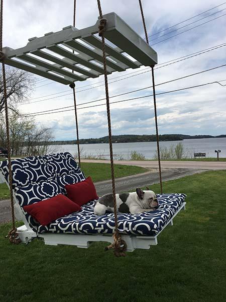 Pallet Lounge Swing