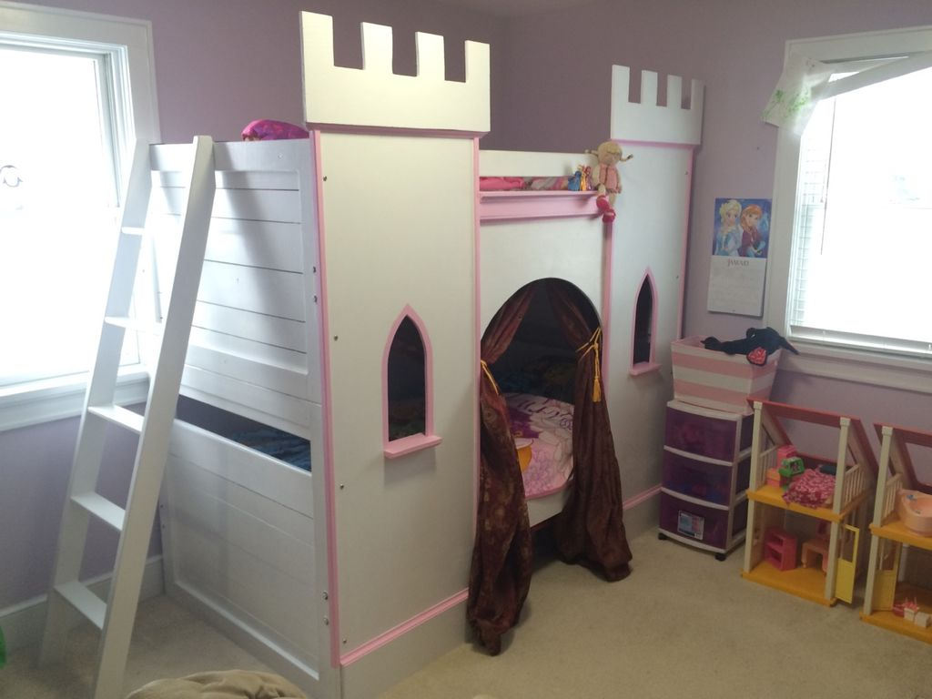 This Is Another Bunk Bed That Would Make Most Any Girlu0027s Day. It Is A Bed  That Looks Just Like A Little Castle.