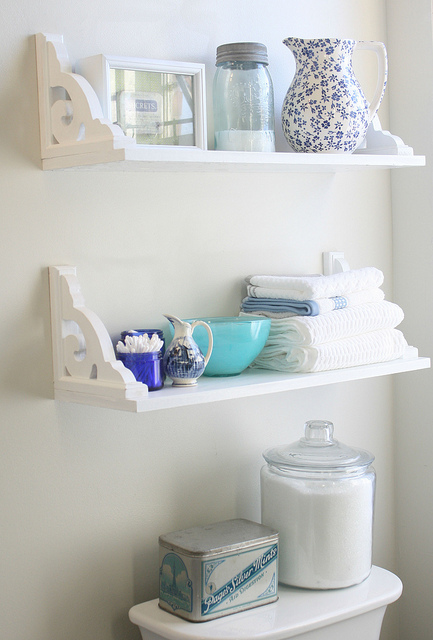 bathroom-ideas-upside-down-shelf