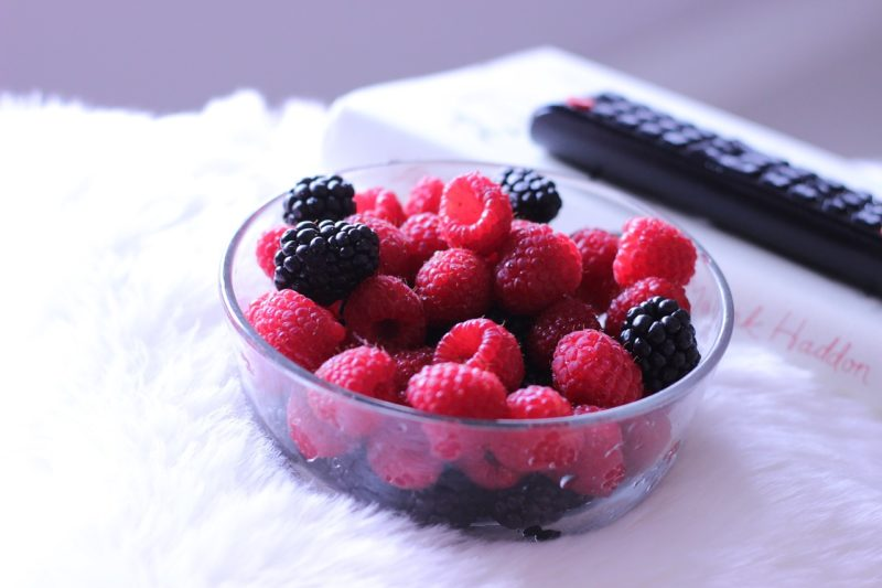 Fruit bowl to attract fruit flies