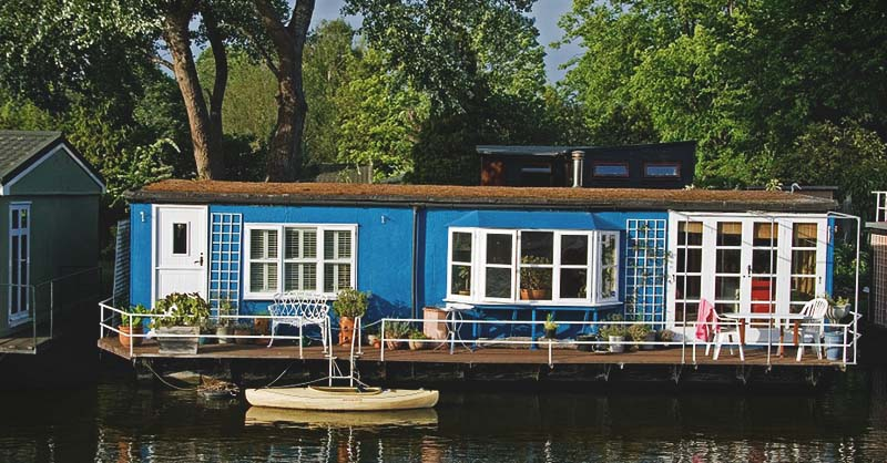 Groovy 18 Houseboat Ideas For Relaxed Days Spent On The Water Download Free Architecture Designs Scobabritishbridgeorg