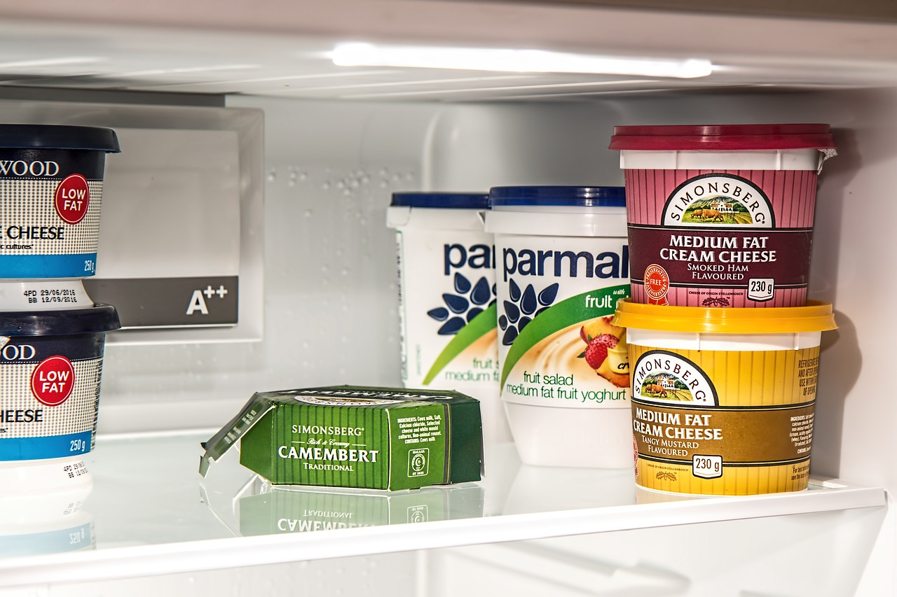 clean kitchen tips - inside the fridge