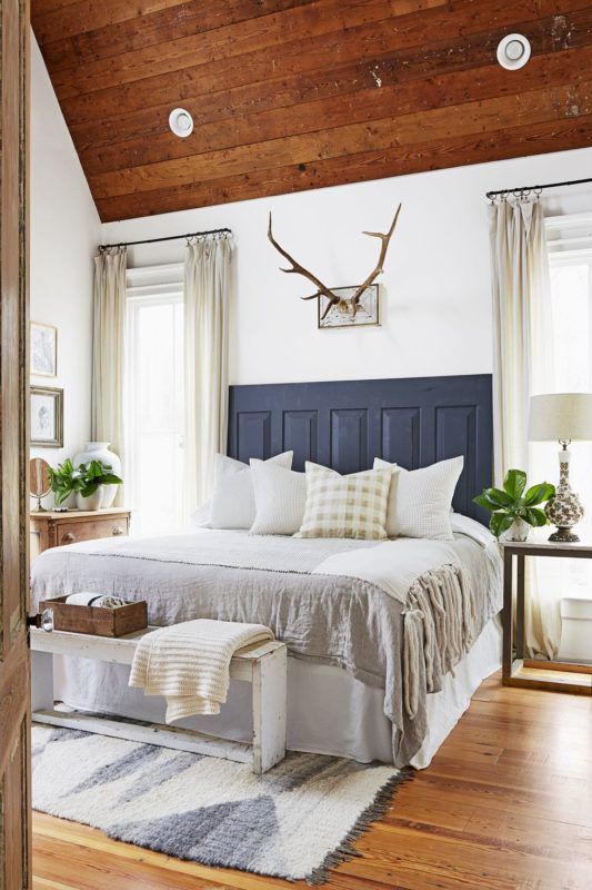50 Rustic And Cozy Farmhouse Bedroom Designs For Your Next