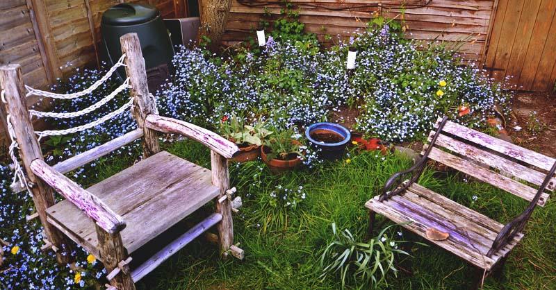 Create a Cozy Small Courtyard in Your Backyard Using a Few ...