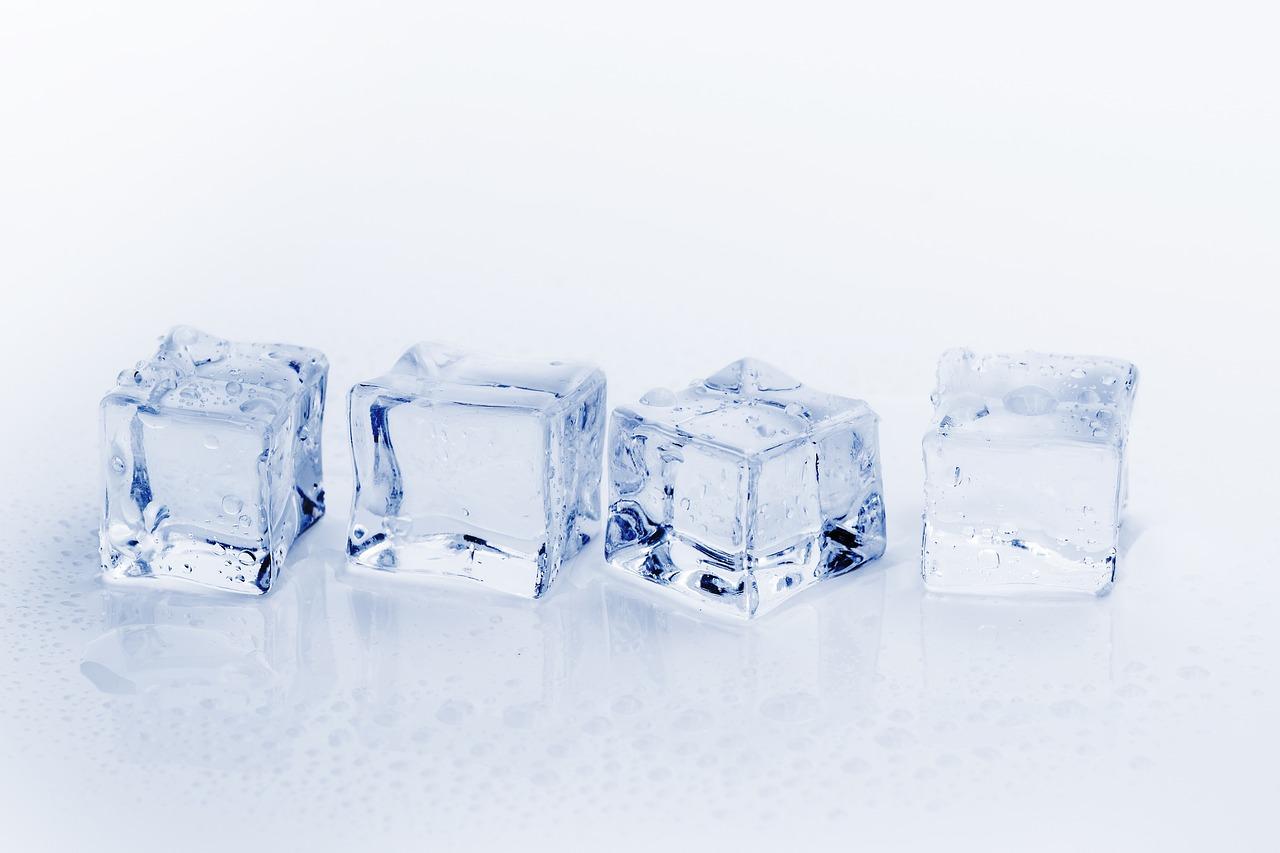 Ice cubes to treat bug bites