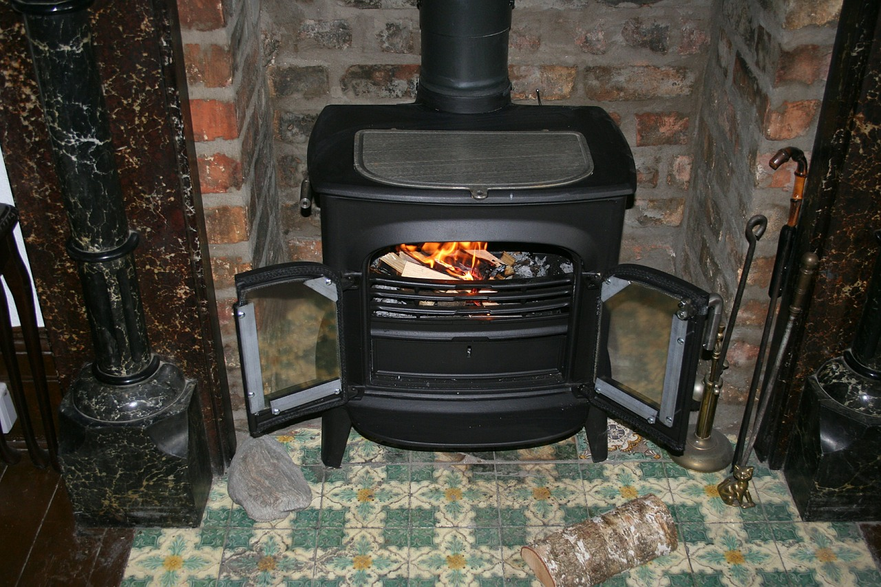 woodstove stay warm off-grid