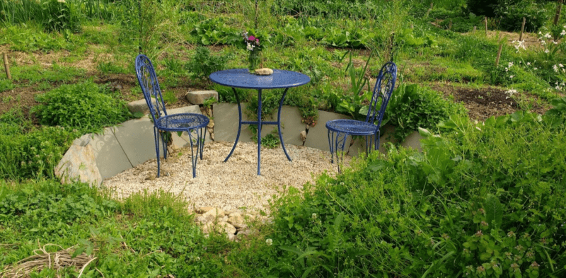 build a seating area in your garden to appreciate your hard work