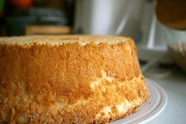 Торт с ангельской едой с остатками яичного белка